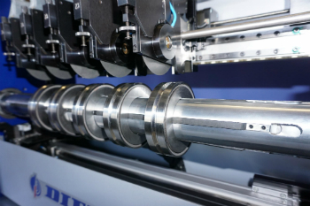 DIENES showcases a large bandwidth of slitting solutions and knives at its System Days (photo: DIENES)
