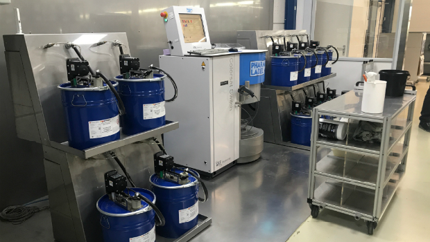 The GSE Colorsat Switch dispensing system with multiple base components for fast colour preparation at the Pharmalabel facility.