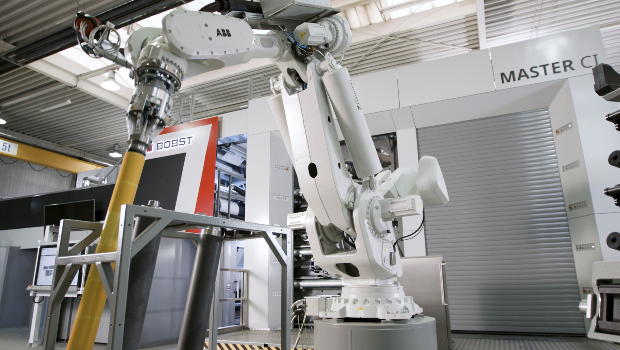 Close-up view of the smartDROID robotic system in front of the printing area of the BOBST MASTER CI central cylinder flexo press.
