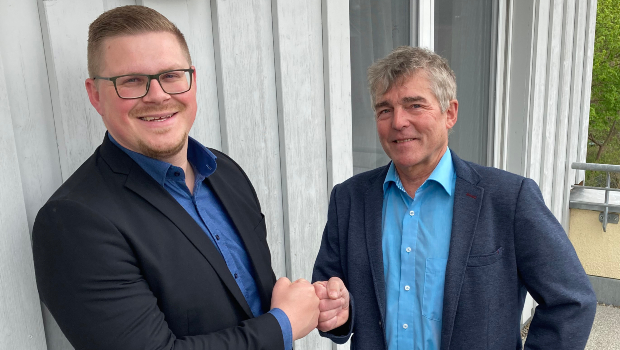 After more than 22 years as Baumer hhs area sales manager in Baden-Württemberg and German-speaking Switzerland, Wolfgang Haug will hand over responsibility for his region to Matthias Polzin (left) on 1 June 2021.